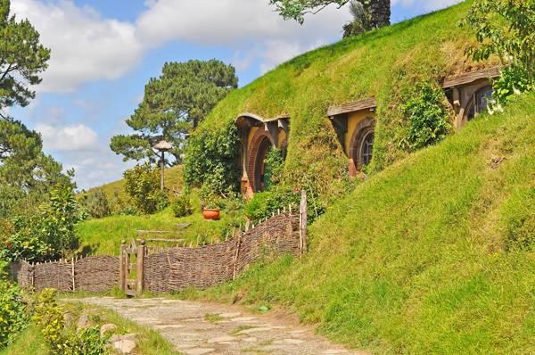 Walkway at hobbiton vilage, Shire, New Zealand crdit; Mawardi Bahar / shutterstock.com