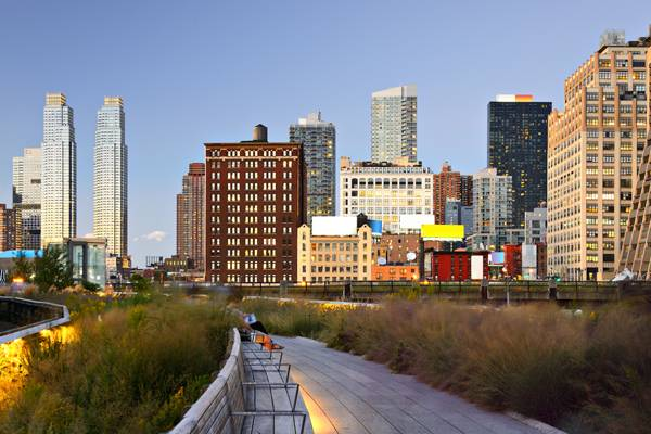 The Highline nestled in among the buildings; credit: shutterstock.com