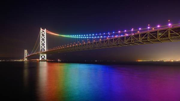 Rainbow lights on Akashi Kaikyo ; credit:  Sean Pavone / shutterstock.com