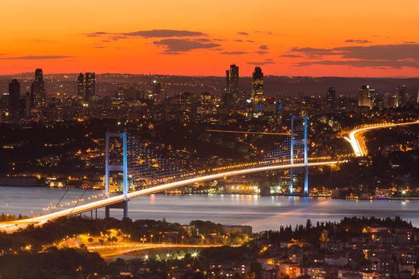 Bosphorus Bridge, Istanbul, Turkey; credit: Mehmet Cetin / shutterstock.com