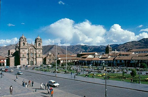 Cuzco_Plaza_de_Armas_medium