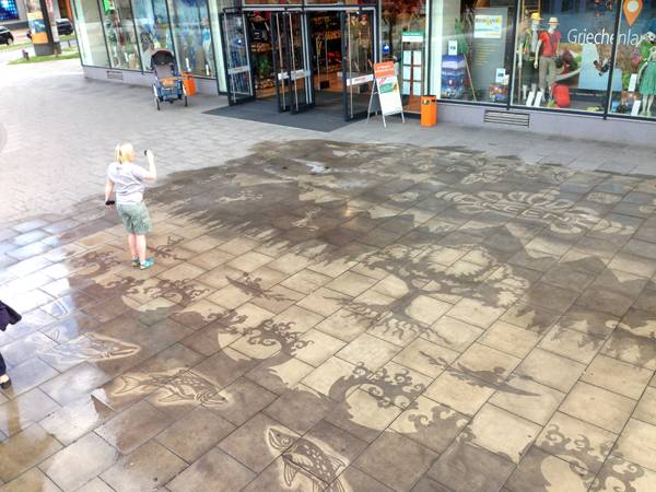 Sidewalk mural used to great effect; credit: GreenGraffiti