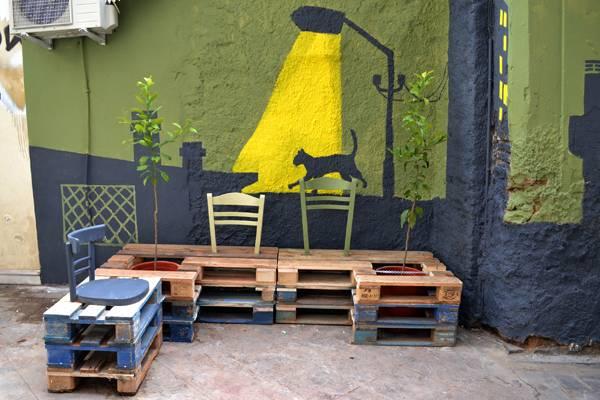 Pallet furniture; credit: Atenistas