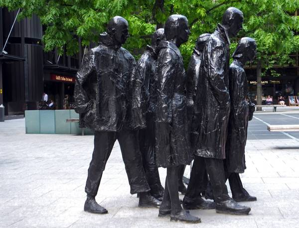 Finsbury Avenue Square sculpture; photo credit: Amir Schlezinger