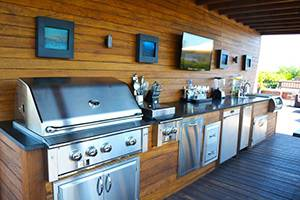 Full-Service Outdoor Kitchen and Bar. Credit: Chicago Roof Deck & Garden
