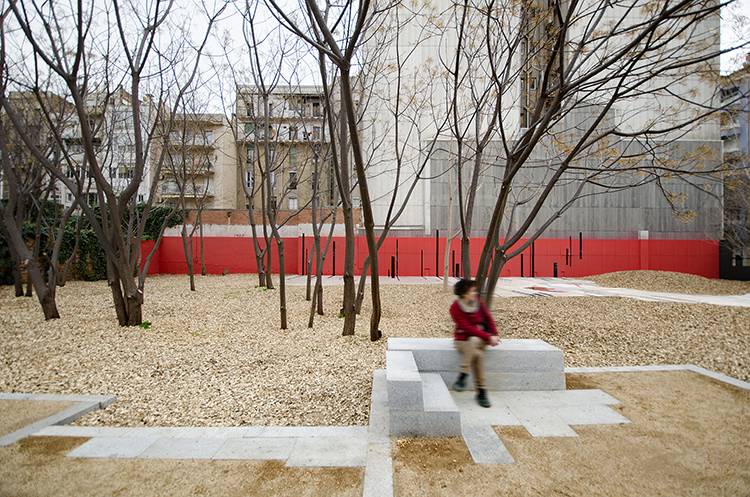 Beauty on a Budget: Landscape Architects EMF Transform Urban Wasteland into Barcelona Pocket Park