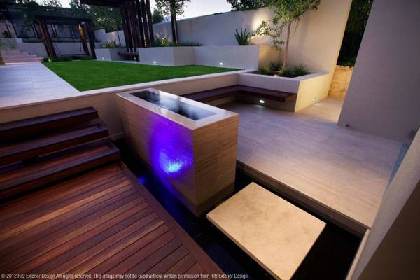 Small water feature. Credit: Ritz Exterior Design