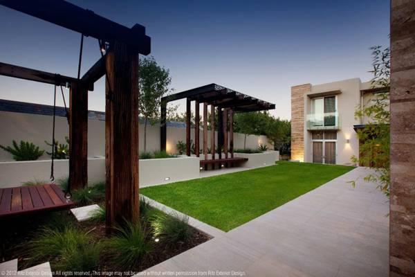 Inset ornamental grasses. Credit: Ritz Exterior Design