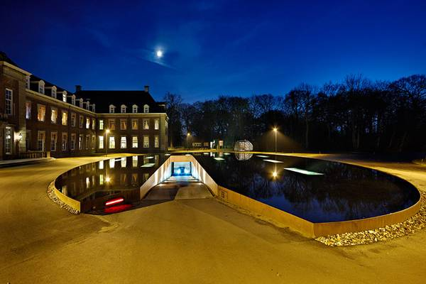 Entrance to the car park/water feature at Heemstede Hageveld Estate. Photography credit: Pieter Kers