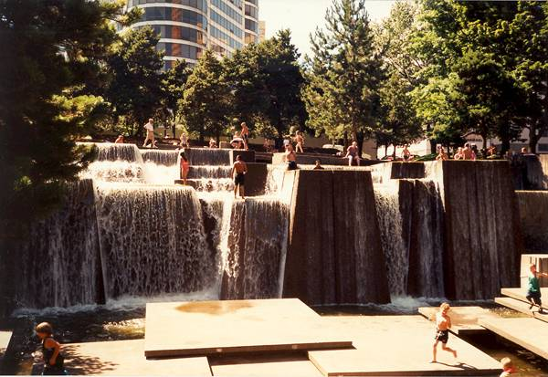Ira Keller Fountain, Portland, OR. Credit: Hagar66, CC 3.0