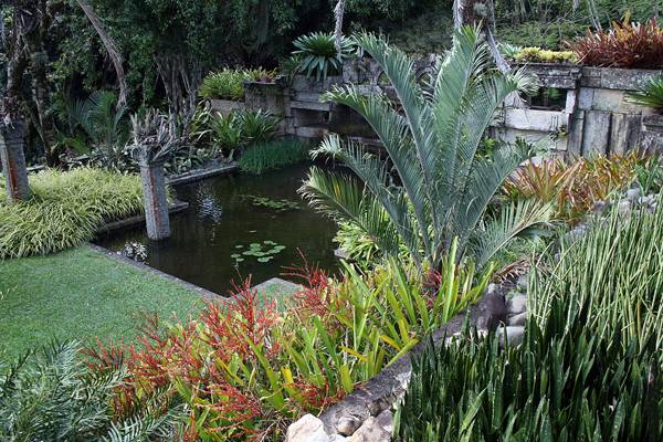 Roberto Burle Marx had a unique understanding of tropical plants. Image: Farmhouse and chapel gardens in Barra de Guaratiba where Burle Marx died in 1994. Credit:  BY-SA 3.0 by Halley Pacheco de Oliveira