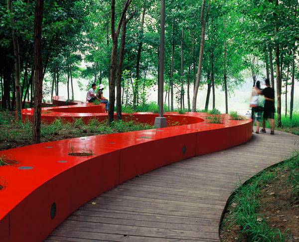 Landscape-Architecture - The Red Ribbon as romantic meeting place at Qinhuangdao  City, Hebei Province, China. Credit: Turenscape