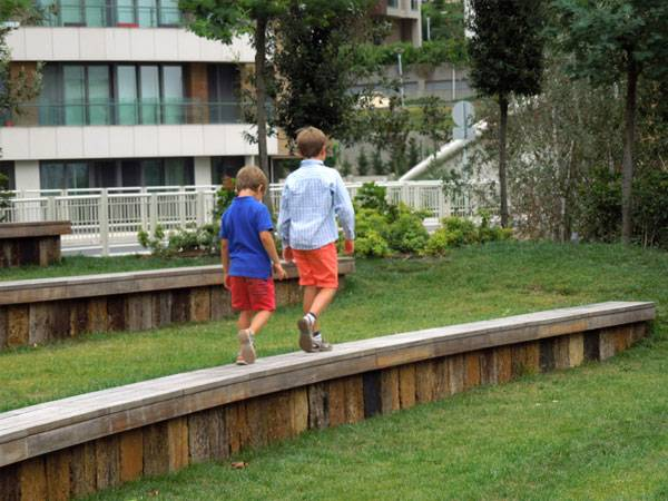 Landscape-Architecture. Children making their way around the park. Credit: SdARCH Trivelli & Associati