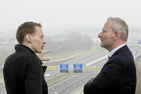 Daan Roosegaarde and director of Heijmans