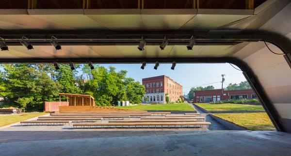 Masonic Amphitheatre and Smith Creek Pedestrian Bridge. Photo © Jeff Goldberg/ESTO