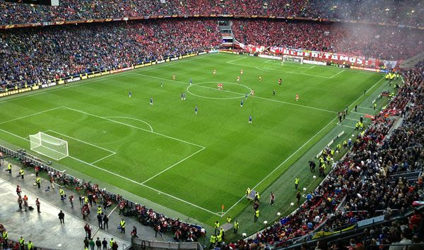 2012-13 Europa League final - Chelsea FC vs. SL Benfica, Amsterdam ArenA. Photo credit: Syrcro, licensed under CC 3.0