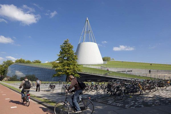 Green roof at Delft University. Photo credit: Mecanoo Architecten