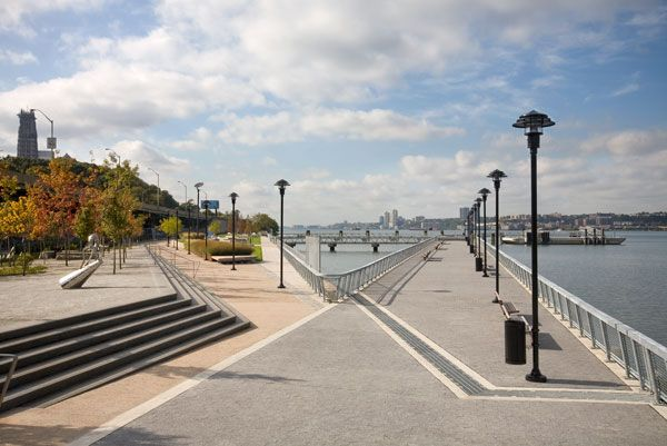West Harlem Piers Park. Photo courtesy of W-Architecture and Landscape Architecture, LLC