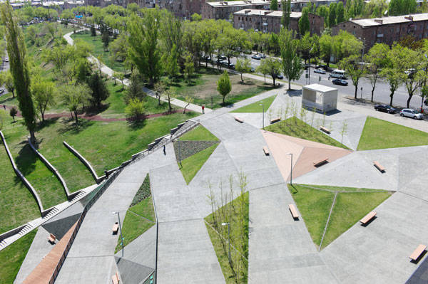 Tumo park reveals how topography can be conceptualized in for Landscaping ideas for triangular area