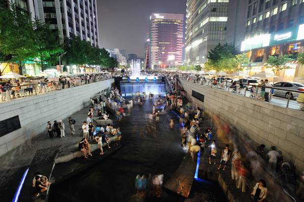 Urban Freeway Removal_The ChonGae Canal. Photo credit Taeoh Kim