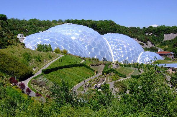 The iconic bio-domes of the Eden Project, Cornwall, England. Photo credit: originally posted to Flickr as The Biomes. Author - Jon. Licensed under CC-SA 2.0. Image source