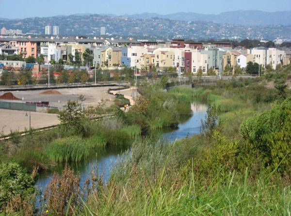 Bluff Creek and the new Playa Vista residential development on the Ballona wetlands, in Los Angeles, California. The Hollywood Hills, and behind them, the Verdugo Mountains, are seen in the distance. Photo credit: Downtowngal. Licended under CC-SA 4.0, 3.0, 2.5, 2.0 and 1.0. Image source.
