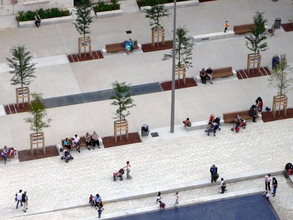 Place Lazare Goujon.