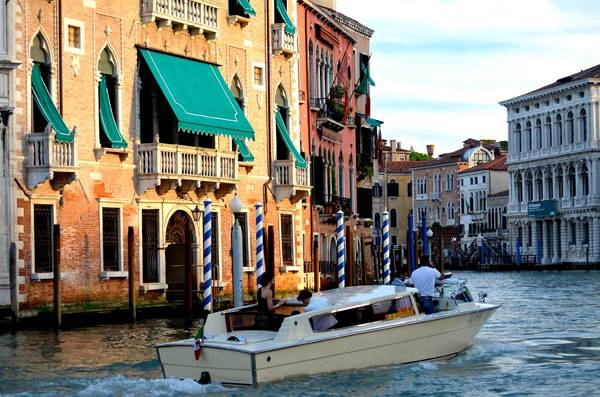 """Water-taxi, Venice, late afternoon light."" by David McSpadden. Licensed under CC BY-SA 2.0 via Flickr"