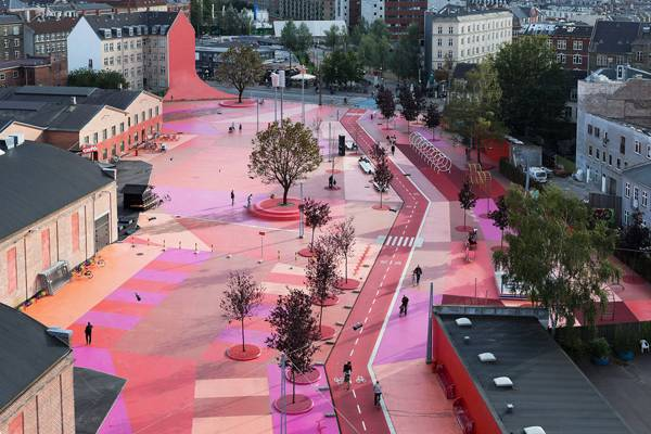 "Pedestrian friendly street. ""Creative Commons BIG – Bjarke Ingels Group – SUK – Superkilen Park, Copenhagen, Denmark"". Source Forgemind ArchiMedia, licensed under CC 2.0"