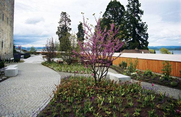 Comturey-Keller green roof. Image courtesy of ZinCo