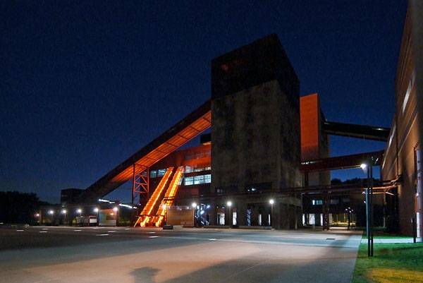 """Zeche Zollverein Essen Okt10 008"" by Ungaroo - Udo Ungar - Own work. Licensed under CC BY-SA 3.0 via Wikimedia Commons - https://commons.wikimedia.org/wiki/File:Zeche_Zollverein_Essen_Okt10_008.jpg#/media/File:Zeche_Zollverein_Essen_Okt10_008.jpg"