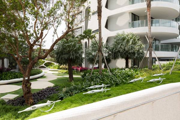 In order to reduce the hot temperature of Singapore and to create micro climate in the garden, hardscape is reduced to the minimum, while green space is maximized all over the property. Image credit: TROP: terrains + open space /  Wison Tungthunya