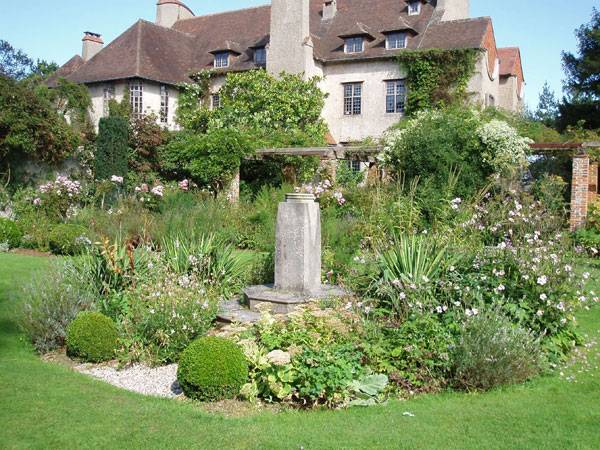 """Jekyll Garden Moutiers  The sundial garden"" by Amanda Slater. Licensed under CC BY-SA 2.0 via Flickr."
