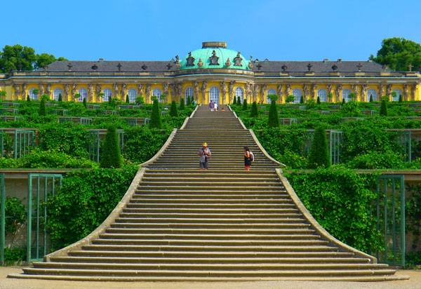 """""""P1190390 Potsdam sans souci rwk"""" by Mbzt - Own work. Licensed under CC BY-SA 3.0 via Commons - https://commons.wikimedia.org/wiki/File:P1190390_Potsdam_sans_souci_rwk.jpg#/media/File:P1190390_Potsdam_sans_souci_rwk.jpg"""