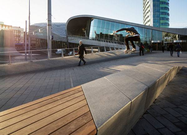 Natural stone bench at the station square in Arnhem Central. Photo credit: Frank Hanswijk Lowres