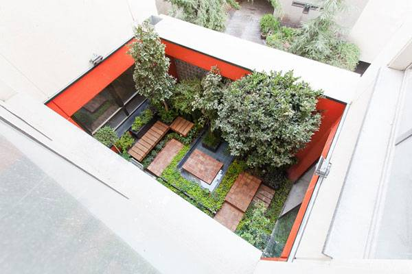 Reflecting Courtyard. Image courtesy of Modaam Architects