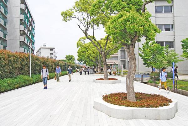North Street at Kyushu Sangyo University. Image courtesy of DESIGN NETWORK +ASSOCIATES