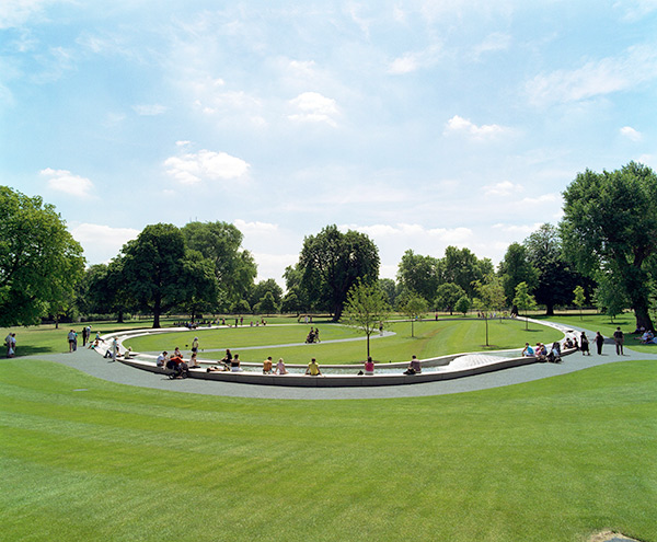 Picturesque day at Diana Memorial Fountain | image credit: Peter Guenzel