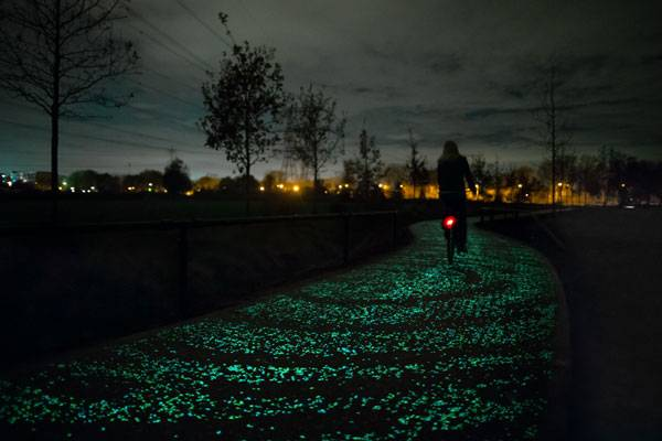 Starry Bicycle Path, Studio Roosegaarde, Eindhoven, the Netherlands. Credit: 'Daan Roosegaarde' and Heijmans