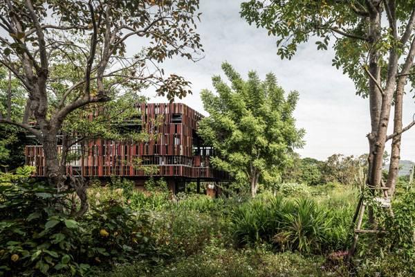 Ming Mongkol Green Park. Image courtesy of  Landscape Architects 49 Limited