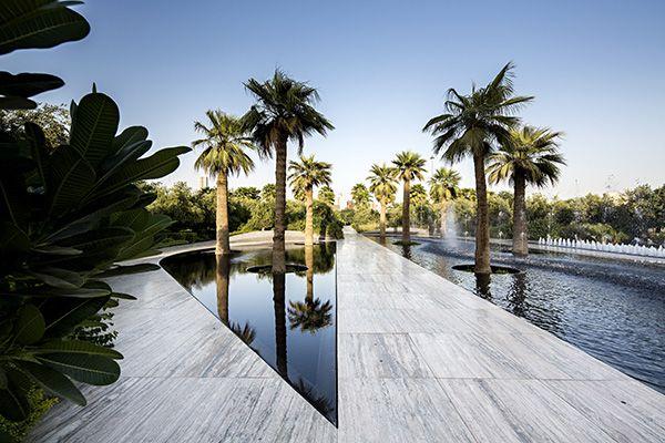 Paths near Mirror fountain. Photo Credit: Nelson Garrido©