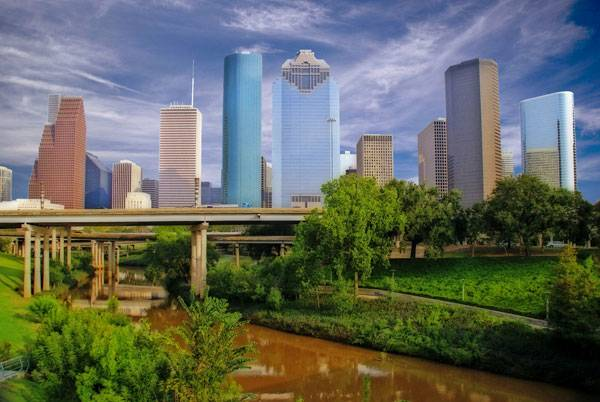owntown Houston, the I45 freeway and the Buffalo Bayou, taken from Sabine Street. By source.