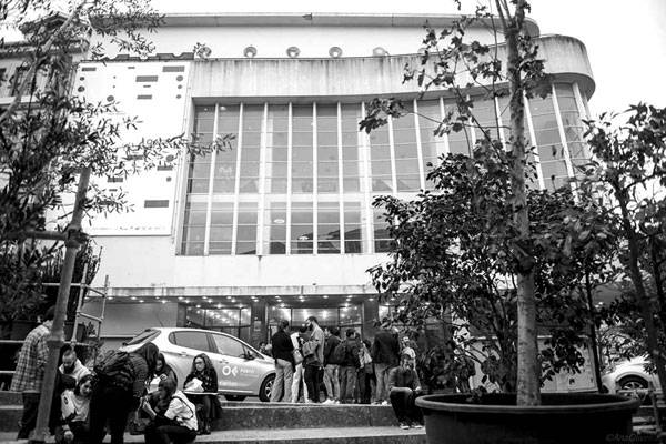 People in front of the Batalha Cinema during the OFFF Festival. Photo Credit: Ana Oliveira