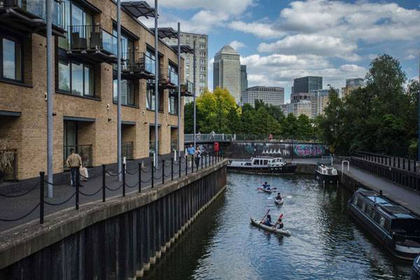 Moo Canoes + Canary Wharf. Photo credit: Luke Massey