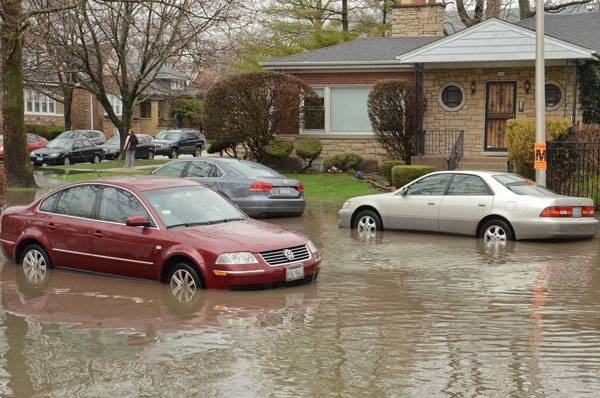 Flooding in Albany Park (Chicago), April 18, 2013. Photo credit: Center for Neighborhood Technology. Licensed under CC 2.0