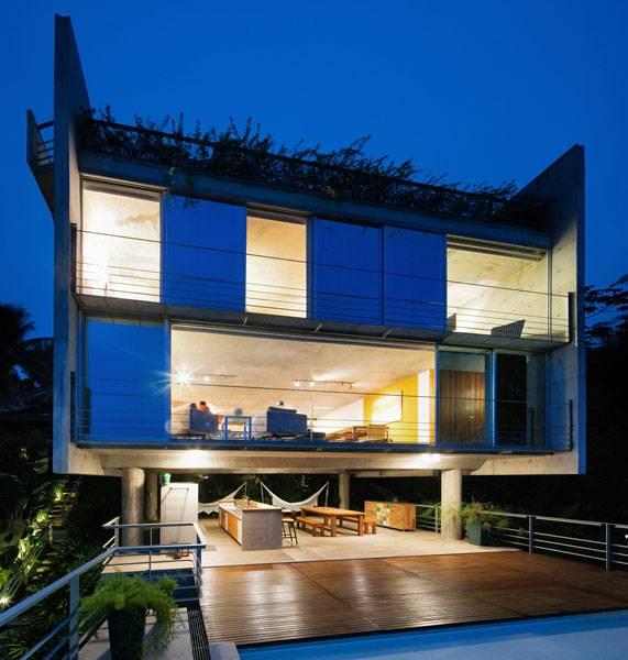Ubatuba House II. Photo Credit: Nelson Kon