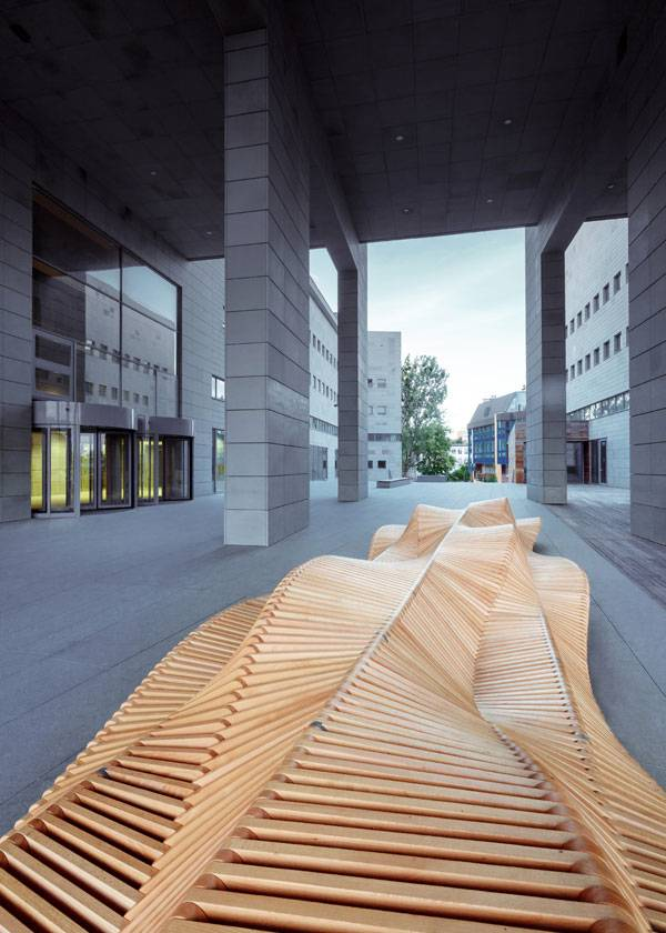Uiliuili Bench. Photo credit: Marcin Fajfruk
