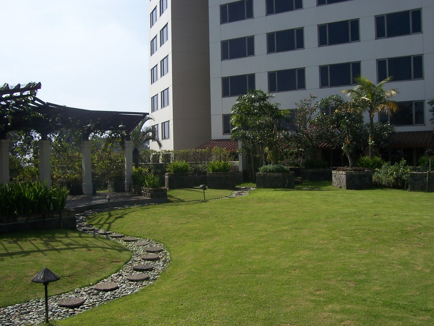 Grand Hyatt Roff Garden Man VIew