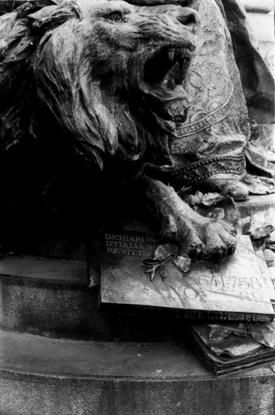 Venice lion 1 V