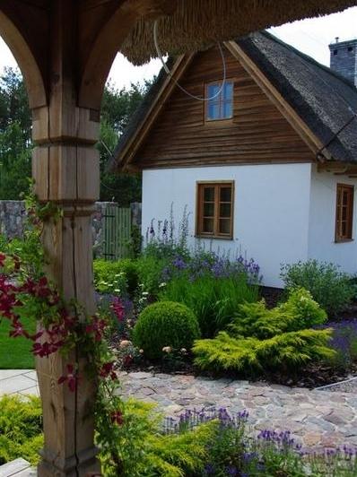 Garden in polish countryside by Pracownia Sztuki Ogrodowej